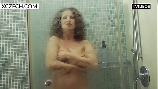 Shower, Pussy show