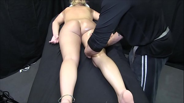 Oil massage, Hot blonde