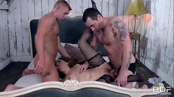Anal threesome, Mmf